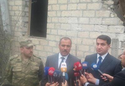 """Иностранным журналистам показали разрушенные армянами дома в Агдаме <span class=""""color_red"""">- ФОТО</span>"""