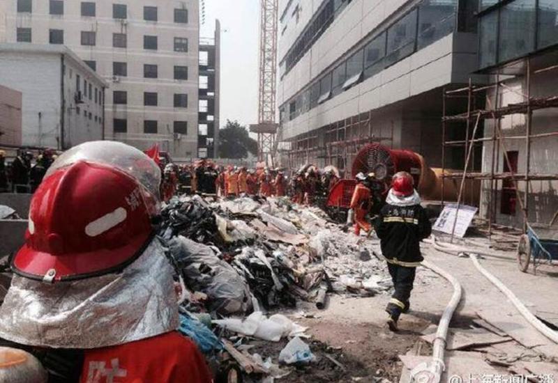 """При пожаре в аэропорту Шанхая погибли два человека <span class=""""color_red"""">- ФОТО</span>"""