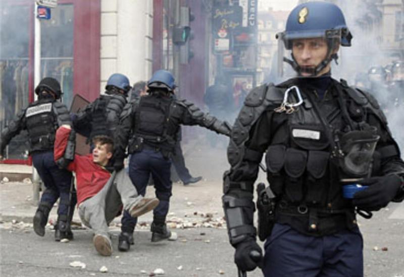"""Протесты во Франции привели к массовым беспорядкам <span class=""""color_red"""">- ВИДЕО</span>"""