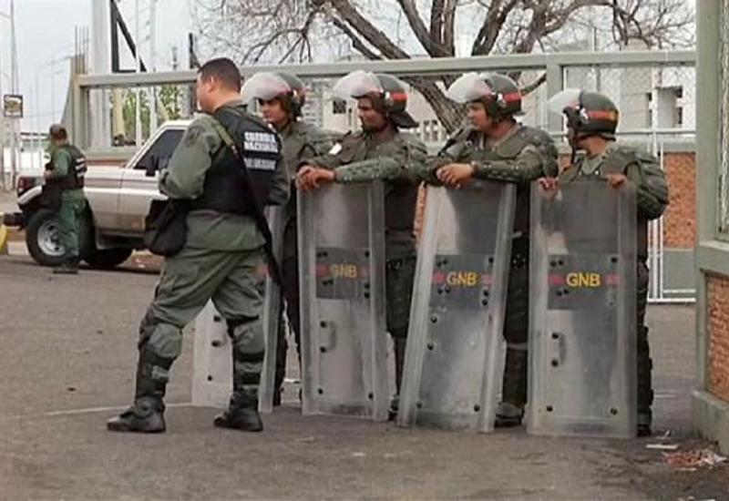 """Армия Венесуэлы поможет полиции бороться с мародерами, громящими супермаркеты <span class=""""color_red"""">- ВИДЕО</span>"""