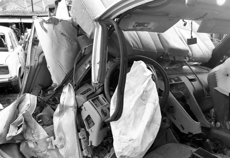 """""""Nissan"""" yük maşınına çırpıldı: ailənin 4 üzvü yaralandı"""