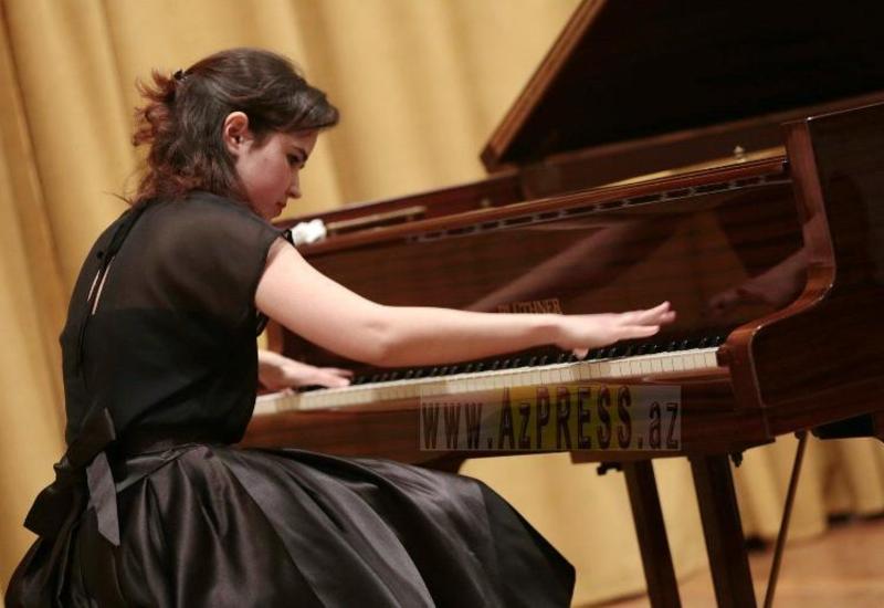 "Молодая пианистка из Баку покорила Данию <span class=""color_red"">- ФОТО</span>"