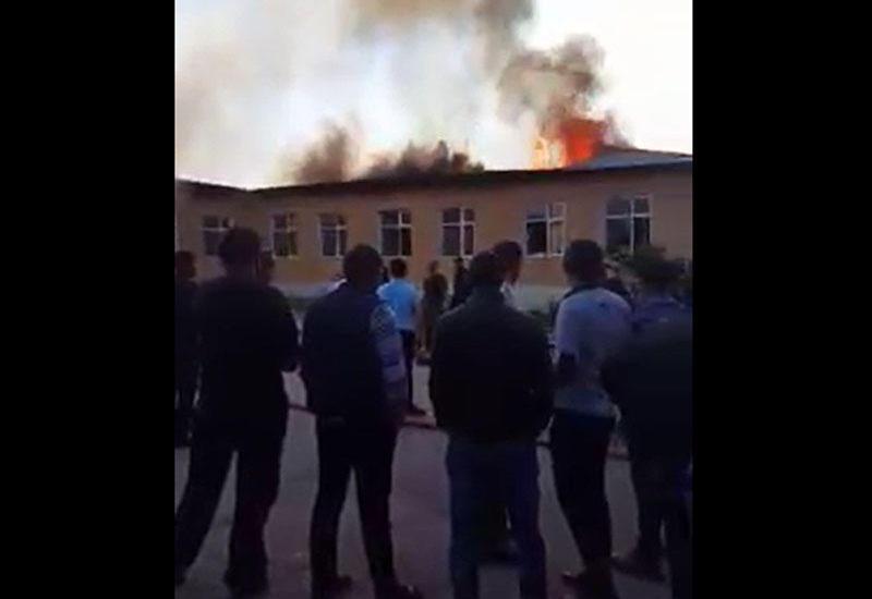 """В Азербайджане в школе произошел пожар <span class=""""color_red"""">- ОБНОВЛЕНО - ВИДЕО</span>"""