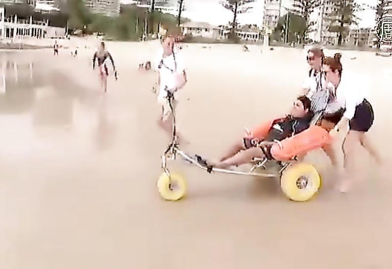 """В Австралии создают пляж для людей в инвалидных креслах <span class=""""color_red"""">- ВИДЕО</span>"""
