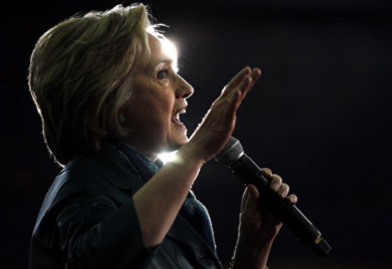 СМИ: Скандал с перепиской Клинтон мешает ее предвыборной кампании
