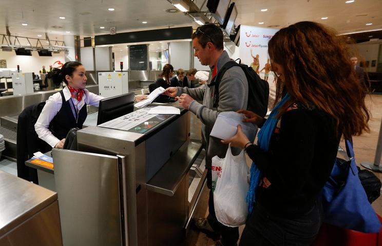 Брюссельский аэропорт снова заработал вусиленном режиме безопасности
