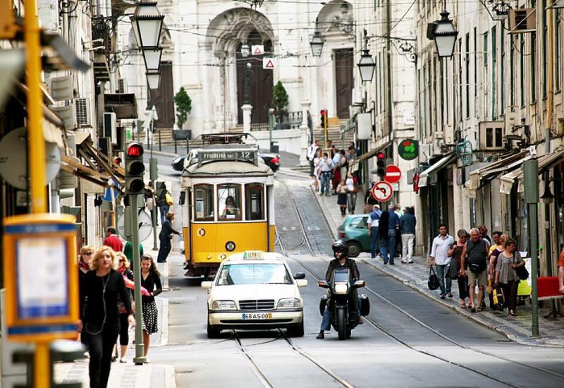 "Португалию массово покидает молодежь <span class=""color_red"">- ВИДЕО</span>"