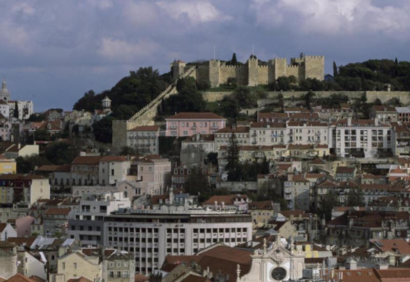 В Португалии мужчина разбил статую короля, пытаясь сделать селфи