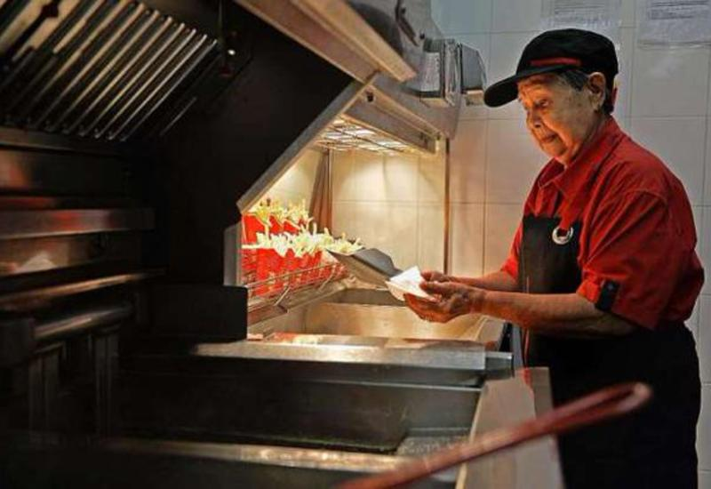 Найден самый пожилой сотрудник McDonald's