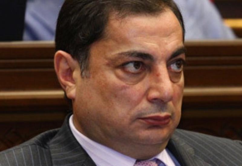 В Армении требуют прогнать всех генералов