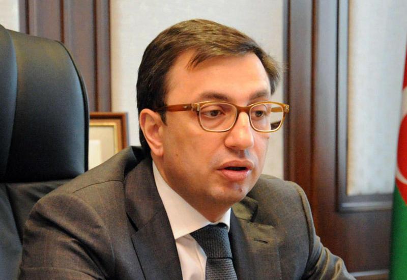 """Руфат Асланлы: """"Курс маната не зависит от цены на нефть"""""""