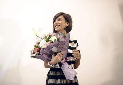 """Ройа Айхан выступила с концертом: овации, цветы и селфи <span class=""""color_red"""">- ФОТО</span>"""