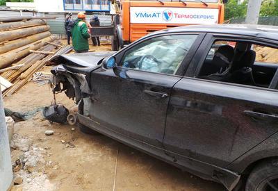 В Москве BMW упал в котлован