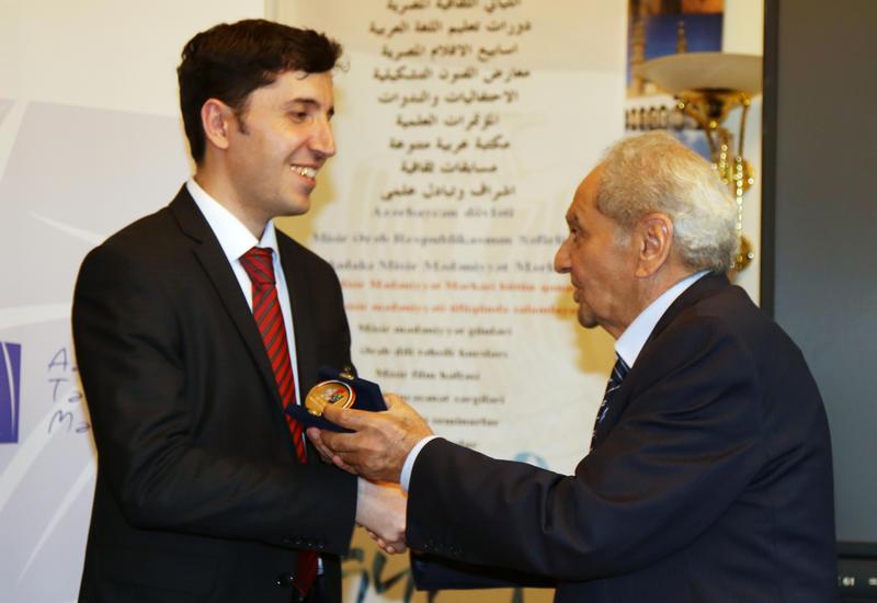 Изданная в Азербайджане книга удостоена cпецдиплома и медали Египта