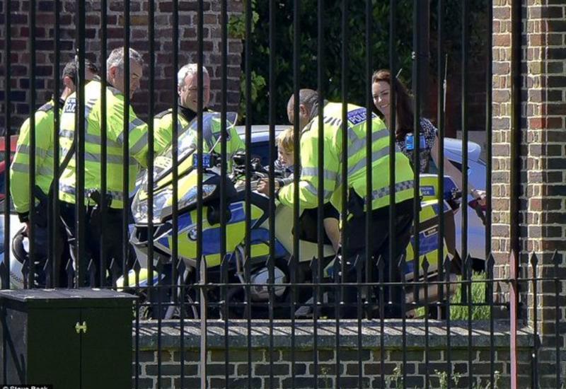 Принц Джордж покатался на полицейском мотоцикле