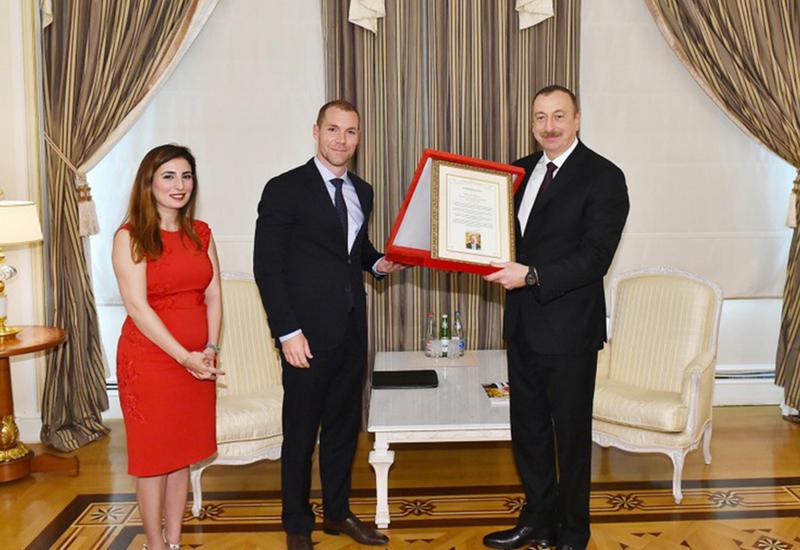 """Президенту Ильхаму Алиеву вручена премия """"Человек года в мире"""" <span class=""""color_red"""">- ФОТО</span>"""