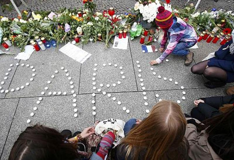 """Родственники жертв терактов в Париже впервые встретились со следователями <span class=""""color_red"""">- ВИДЕО</span>"""