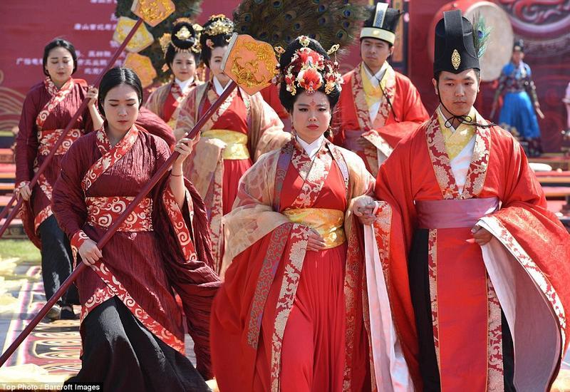"""В Китае прошла массовая свадьба с участием 66 пар <span class=""""color_red"""">- ФОТО</span>"""