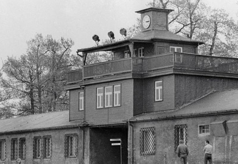 Двух британцев будут судить за нацистское приветствие в Бухенвальде