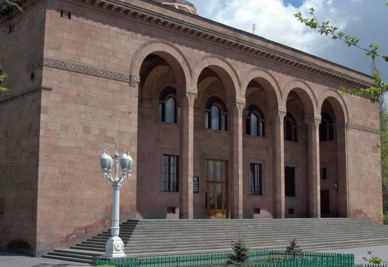 Армянская элита массово скупает... дипломы и диссертации