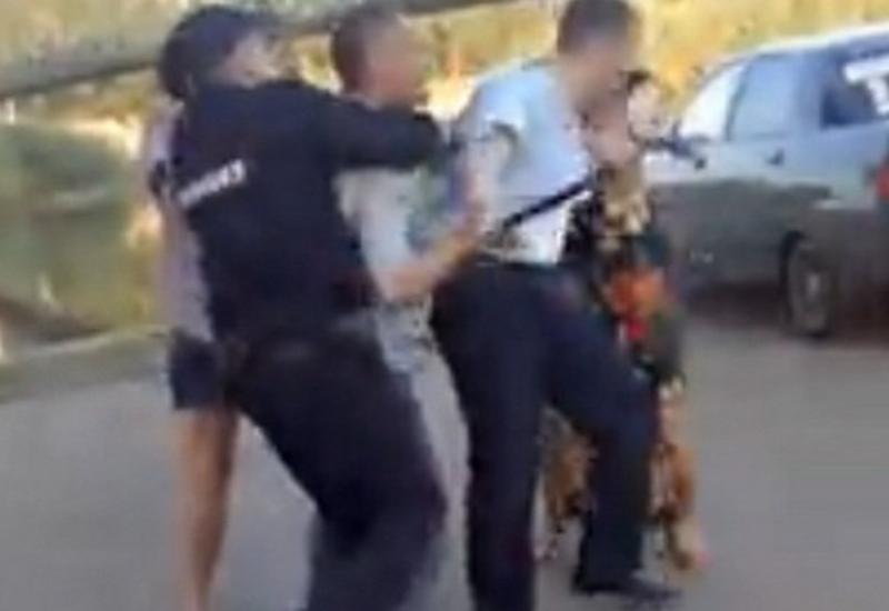 """В Башкирии на видео попала драка полицейского с участником ДТП <span class=""""color_red"""">- ВИДЕО</span>"""