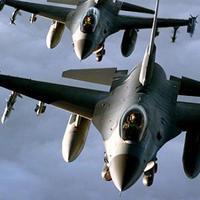 Два американских F-16 столкнулись и упали в океан