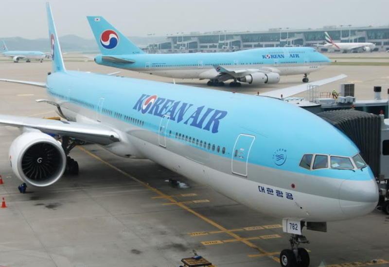 В аэропорту Токио загорелся самолет