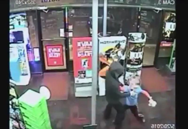 """7-летний мальчик оказал сопротивление грабителю в США <span class=""""color_red"""">- ВИДЕО</span>"""