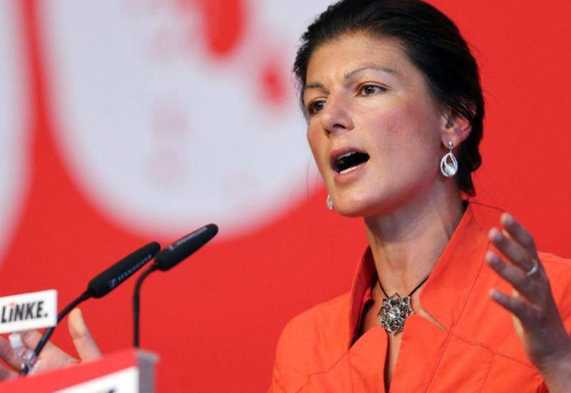 """В лидера немецкой партии запустили тортом <span class=""""color_red"""">- ВИДЕО</span>"""