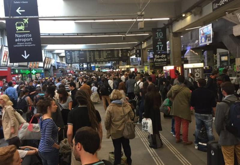 Во Франции тысячи пассажиров провели ночь в поездах из-за сбоя компьютера
