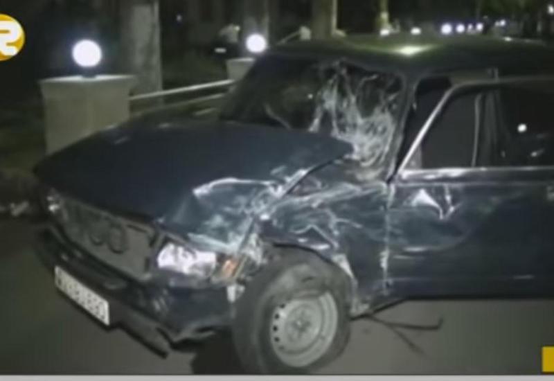 """3 maşın bir-birinə girdi, 2 nəfər yaralandı - Zəncirvari qəza <span class=""""color_red""""> - VİDEO - FOTO</span>"""