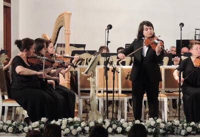 """Юные музыканты выступили с концертом в честь Дня Республики на сцене Филармонии <span class=""""color_red"""">- ФОТО</span>"""
