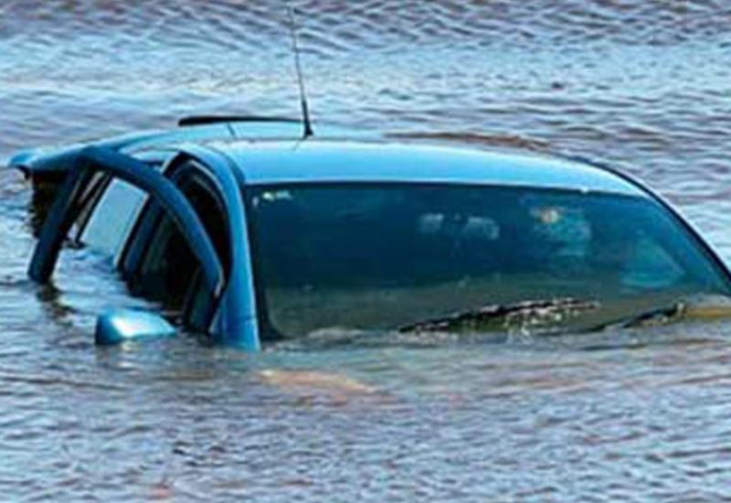 В Барде автомобиль упал в канал: есть погибшие