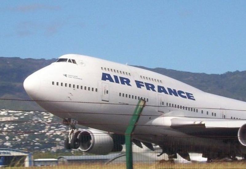 Самолет авиакомпании Air France совершил экстренную посадку в Риге