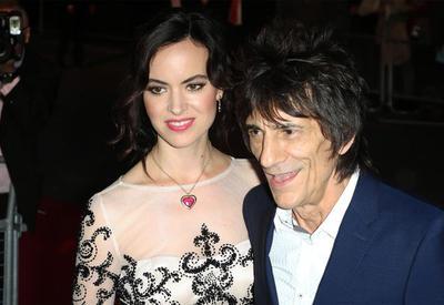 У 69-летнего гитариста The Rolling Stones родились две дочки