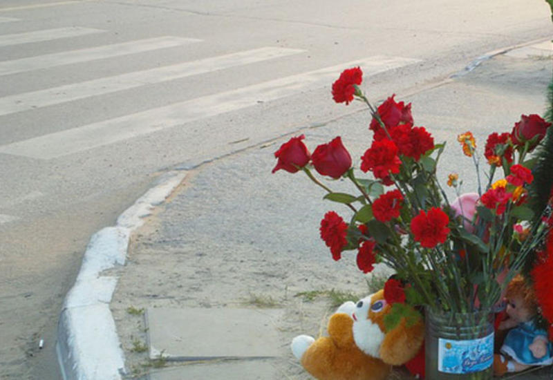 Salyanda polisin maşınla vurulmuş 3 yaşlı oğlu vəfat etdi