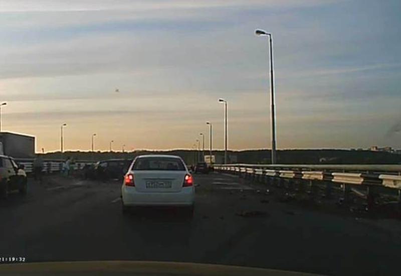 """Пермь: во время ДТП мужчина выпал из машины, упал с моста в реку и выжил <span class=""""color_red"""">- ВИДЕО</span>"""