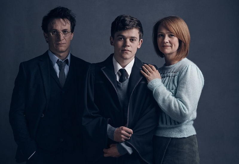 Опубликованы первые фото Гарри Поттера из спектакля про повзрослевшего волшебника