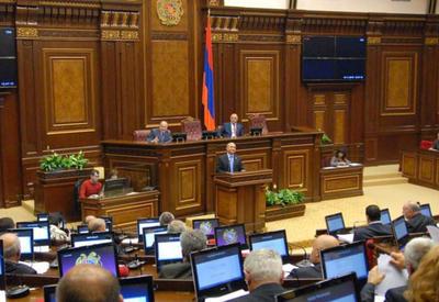 В армянском парламенте едва избежали мордобоя