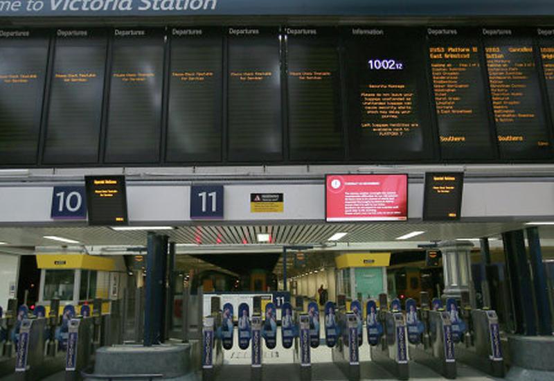 """ЧП в аэропорту Лондона, десятки пострадавших <span class=""""color_red"""">- ПОДРОБНОСТИ</span>"""