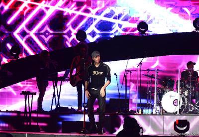 """Невероятный концерт Энрике Иглесиаса в Баку <span class=""""color_red"""">- ФОТО - ВИДЕО</span>"""