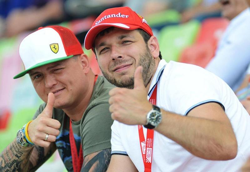"""Туристы наслаждаются гонками Формулы 1 и красотами Баку <span class=""""color_red"""">- ФОТО</span>"""