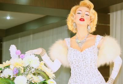 """Азербайджанская актриса награждена за мастерское перевоплощение в звезд <span class=""""color_red"""">- ФОТО</span>"""