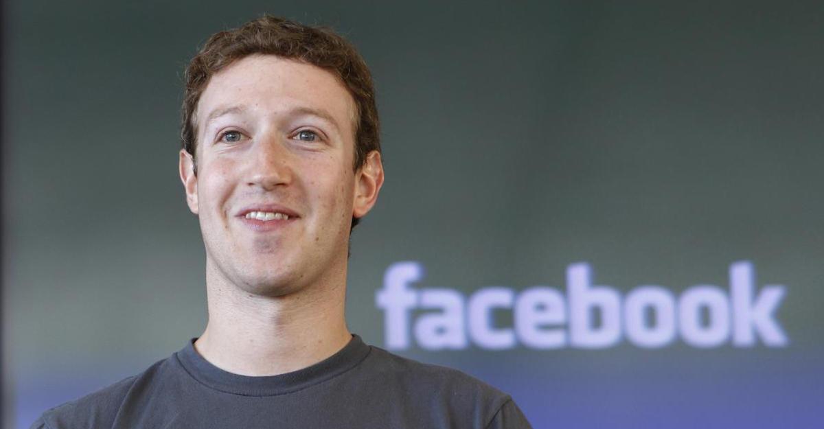 Защита обновленного поколения . Марк Цукерберг заклеил камеру имикрофон ноутбука скотчем