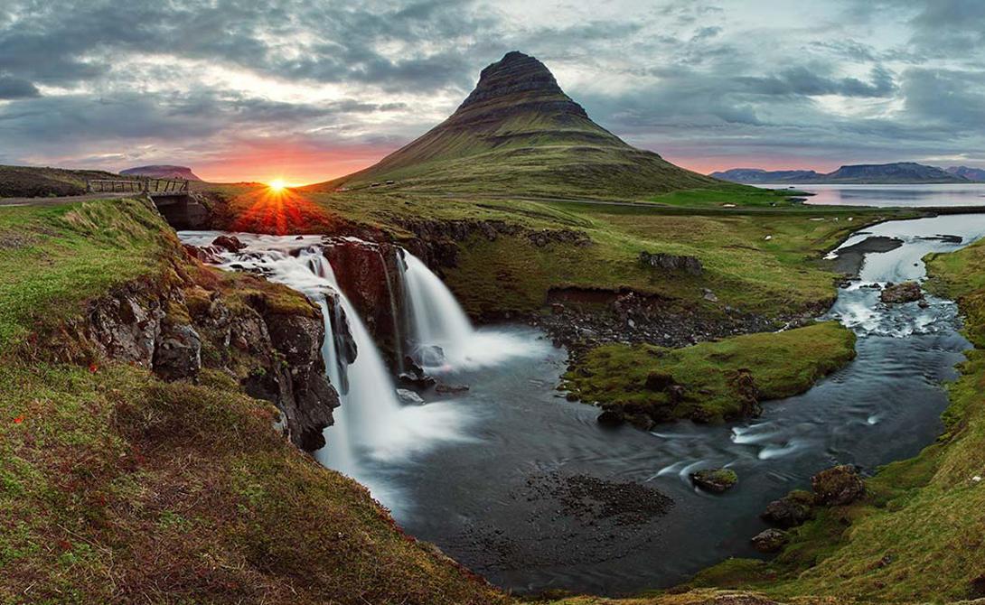 ИсландияВот уже шестой год подряд Исландия остается самой безопасной страной в мире. Скандинавы имеют меньше всего убийств, меньше всего заключенных и меньше всего террористических актов. Кроме того, острову совсем несложно решать территориальные проблемы - его границы надежно зафиксированы.