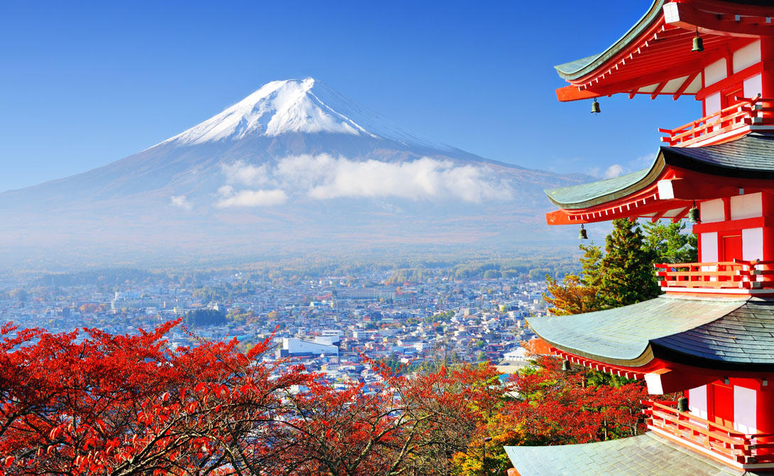 ЯпонияСвой высокий индекс мира Япония получила за самое низкое число убийств и за то, что граждане страны практически не имеют доступа к оружию. Помимо безопасности, страна весьма лояльно относится к туристам - еще бы, ведь они составляют значительный процент дохода.
