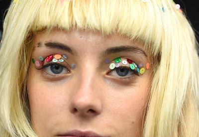 "Стрелки-конфетти – новый makeup-тренд <span class=""color_red"">- ФОТО</span>"