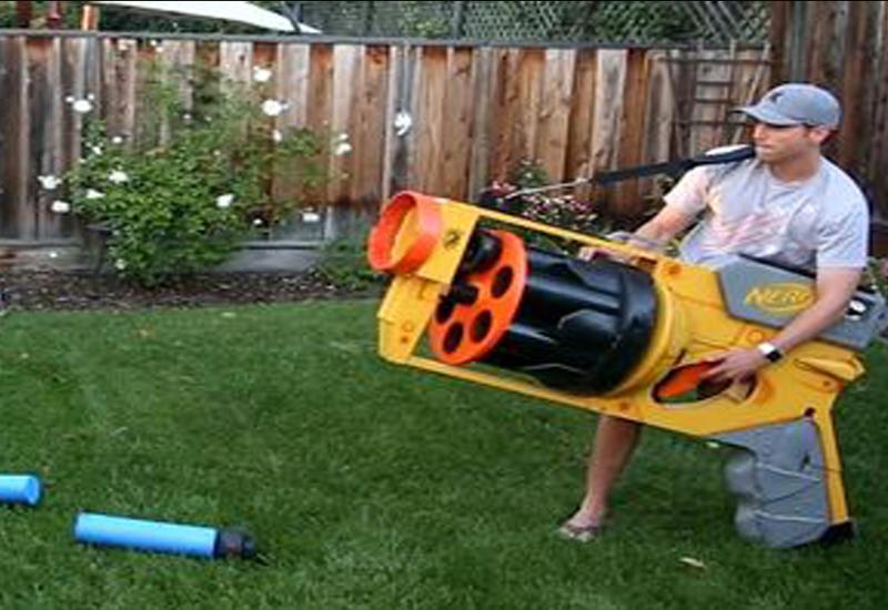 """Бывший инженер NASA создал самую большую игрушечную пушку <span class=""""color_red"""">- ВИДЕО</span>"""