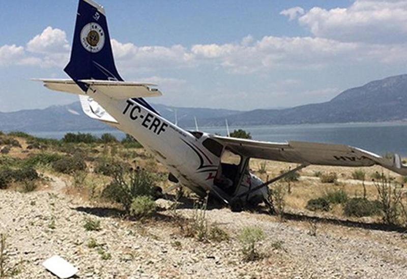 В Турции самолет совершил вынужденную посадку
