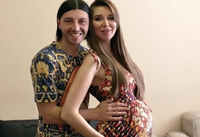 У известного футболиста и модели родилась дочь